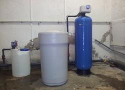 Instalace sady změkčení AquaSoftener v provozu v Roudnici nad Labem.